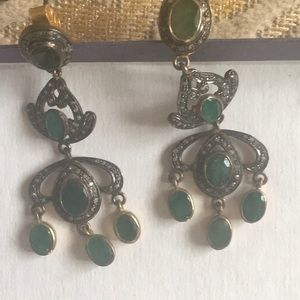 Beautiful earrings with emerald new